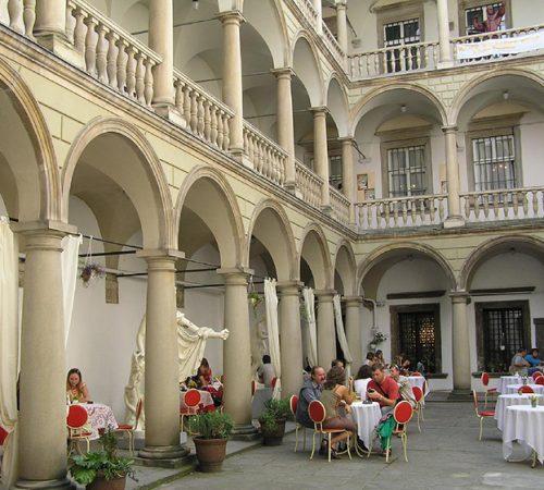 Палац-Корнякта-Італійський-дворик
